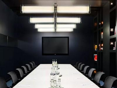 Elegant Boardroom